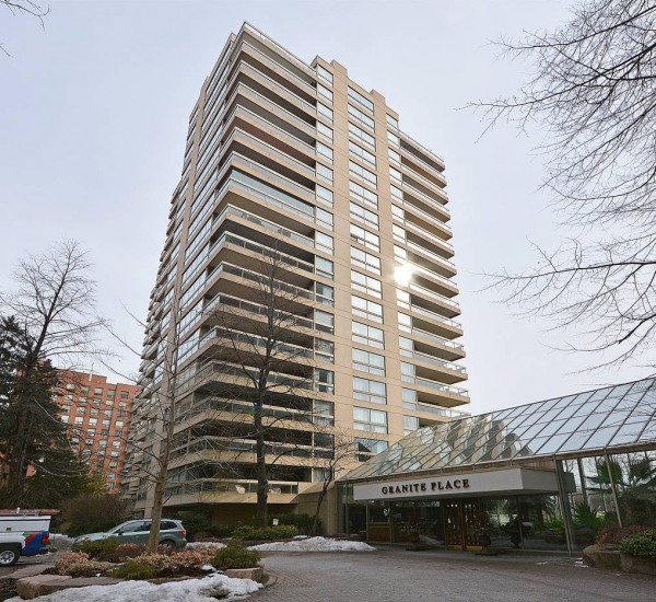 Alluring Condo With Panoramic South Views | 708-61 St. Clair West