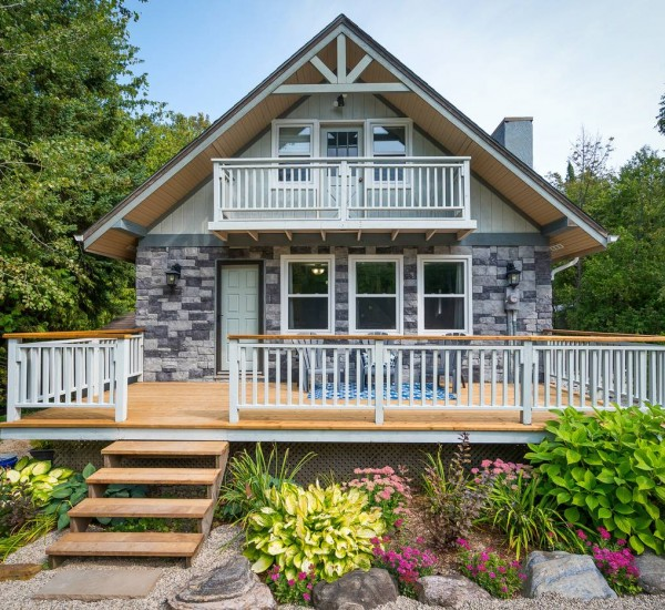 Charming Chalet In Blue Mountain | 115 Woodland Park Road