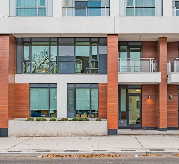 Pristine South Hill Townhouse | TH103-223 St. Clair Avenue West