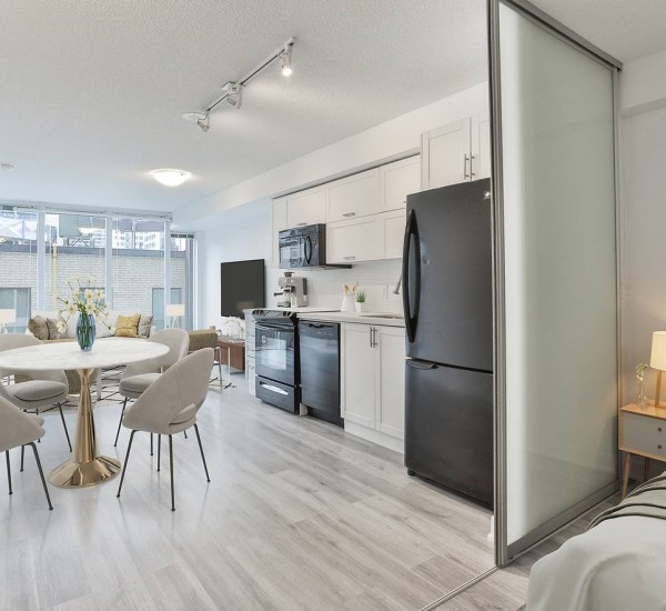 Fantastic Newly Renovated Downtown Condo | 531-21 Nelson Street