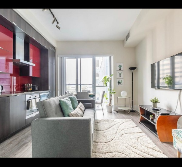 Sun-Drenched South Facing Suite | 1118 – 20 John Street